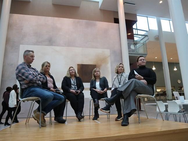 Paneldiskussion om mässan, Johan Björnvik, Inger Gripenberg, Sara Åhman, Anette Nyman, Lena Nyman och Annica Haldin.