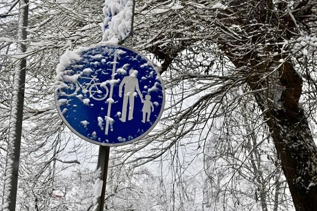Den snö som har kommit i söder regnar bort, men Österbotten kan få 10–20 centimeter snö under veckoslutet.