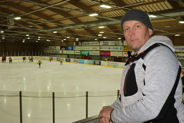 Ishallen Kristallen har precis som de flesta idrottsanläggningar satt lapp på luckan för i vår. Ishallsbolagets vd Henrik Invenius får de kommande veckorna nöja sig med att utföra underhållsarbete.