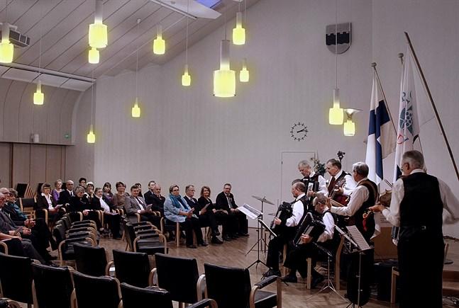 Bilden är från en svenska dagen-fest i Seinäjoki 2011.