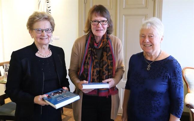 Alice Lillas, Margareta Södergård och Marianne Nordman har samlat in minnen från Österbottniska dansmusiker.