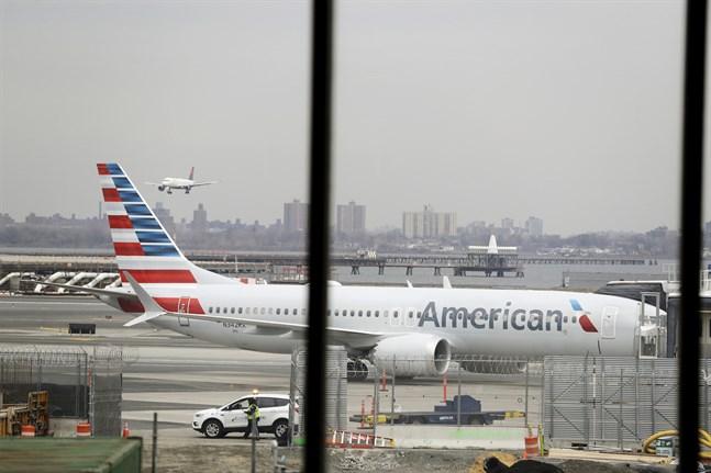 Ett av American Airlines Boeing 737 Max 8, som får stanna på marken en bra bit in på nästa år. Arkivbild.