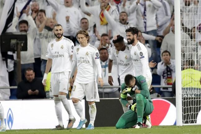 Real Madrid spelar supercup i Qatar.