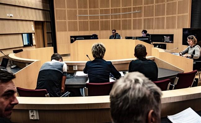 Två av de åtalade. Åtal: grovt jaktbrott. Domare: Johan Karlais. Åklagare: Marina Ek-Bäck. Österbottens Tingsrätt, Jakobstad. 12.11.2019.