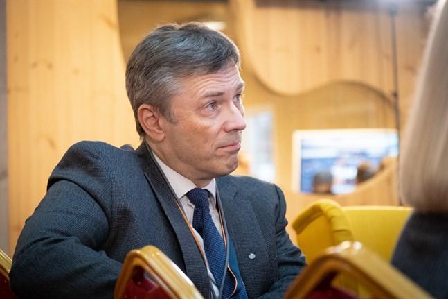 Vesa Riihimäki, vd för Wärtsilä i Finland, är bekymrad, men accepterar läget.