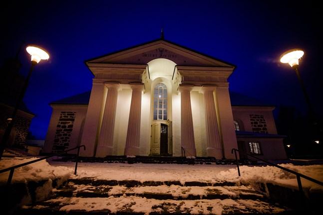 Kyrkostrands skola har något år ordnat julfesten i Pedersöre kyrka på grund av utrymmesbrist.