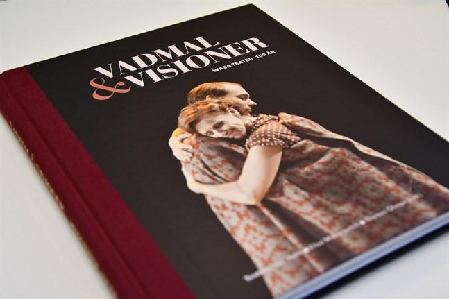 Wasa teaters 100-årshistorik är en välgjord bok, både till innehåll och till utformning.