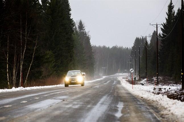 Det kan komma snö och snöslask i Österbotten på fredag och lördag vilket gör väglaget dåligt. Bilden är tagen på Replot 2019.