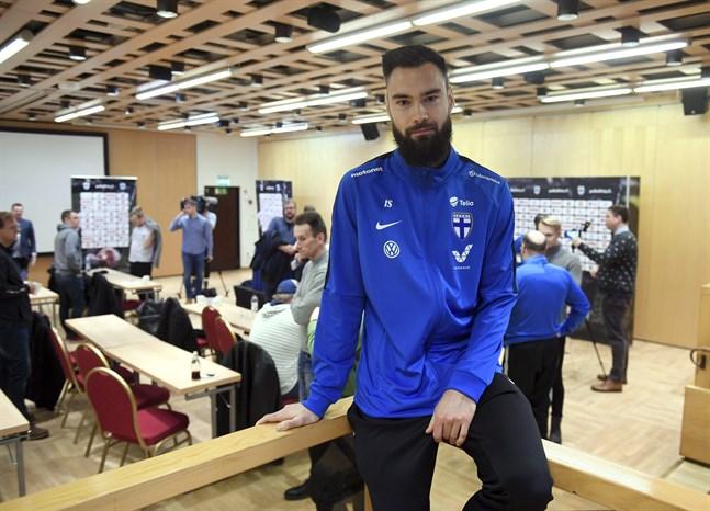 """Tim Sparv, 32, medger att det varit lite svårt att slappna av inför EM-kvalmötet med Liechtenstein. """"Snacket och tankarna har hela tiden kretsat kring matchen"""", säger han."""