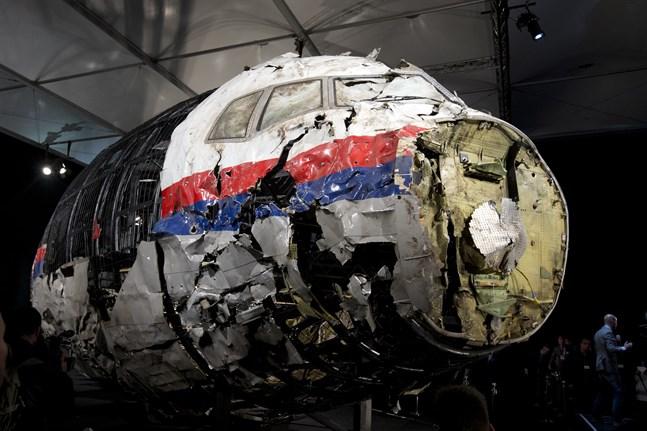Delar av flygplanet som satts samman igen av utredningen om nedskjutningen över östra Ukraina i juli 2014.