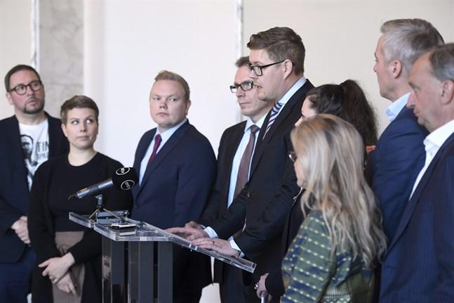 Alla riksdagsgrupper enades på fredagen om att höja krigsveteranernas frontmannatillägg från 50 euro till 125 euro.