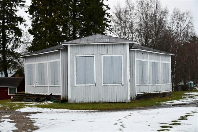 Paviljongen vid Östra sidans idrottsplan föreslås bli omklädningsrum.