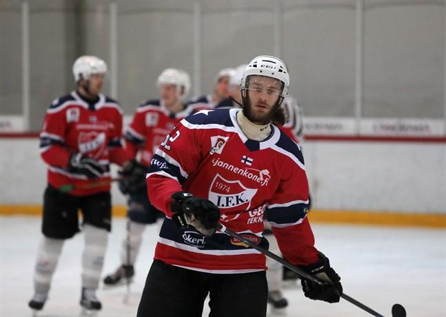 Jesper Portin inledde målskyttet i början av första perioden i powerplay.