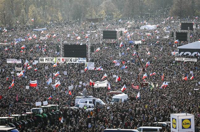 En stor regeringskritisk demonstration hölls i Tjeckiens huvudstad Prag på lördagen.