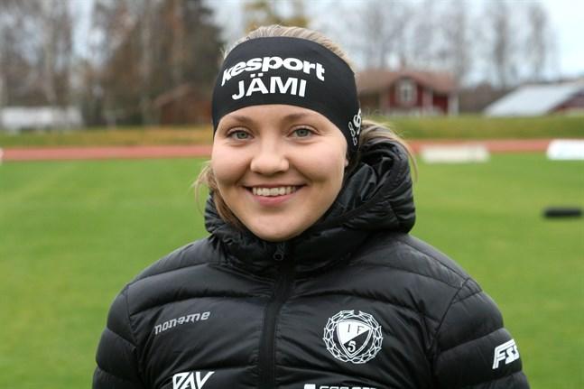 Linnea Halonen öppnade säsongen i Olos i tuff konkurrens.