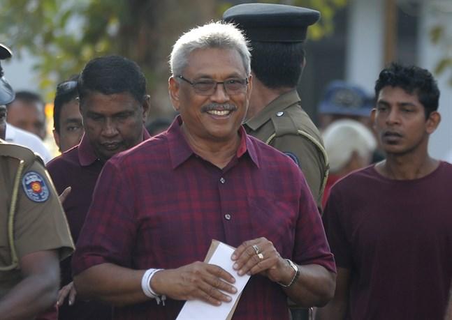 Gotabaya Rajapaksa röstar i Sri Lankas presidentval.