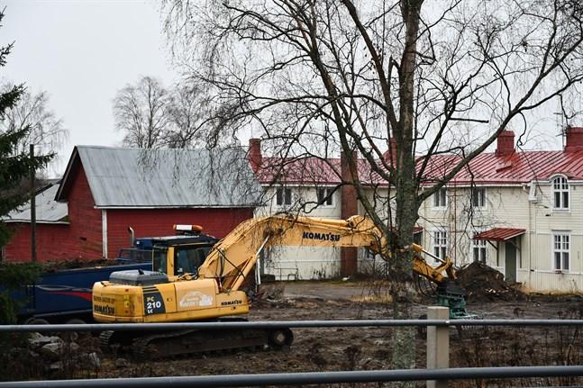 Esa Itälaakso äger en tomt på 4 000 kvadratmeter och arrenderar en ännu större av Kristinestad. I början av nästa år kan en nyetablering klarna.