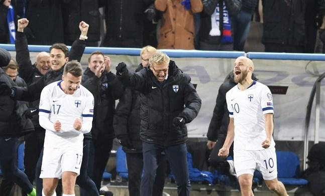 Simon Skrabb (17) blev inbytt i andra halvlek i fredagens match mot Liechtenstein och var med och firade segern som gav herrlandslaget en plats i ett internationellt mästerskap för första gången någonsin.