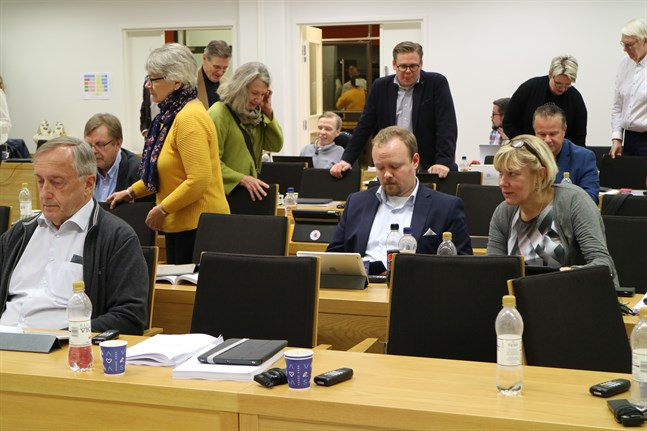 Filip Slotte (SFP) på andra raden i mitten på bild.