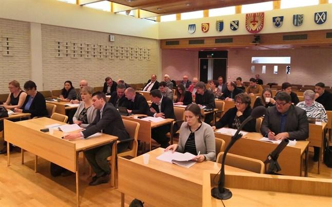 Stadsstyrelsen i Närpes ställer sig positiv till att möten kunde hållas under kontorstid. Men när det gäller stadsfullmäktige håller man fast vid kvällstid.