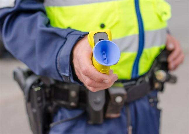 Polisen övervakar att bilister är nyktra. Dessutom har polisen skärpt övervakning av den allmänna ordningen och säkerheten i närheten av barer, restauranger och klubbar.