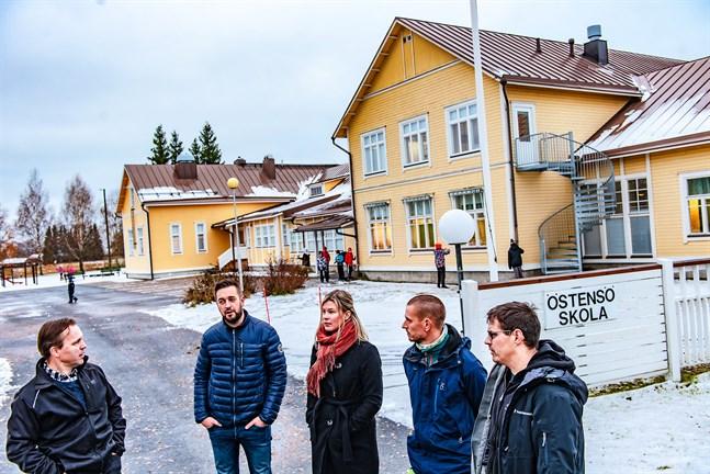 Mats Björklund, Christian Näse, Susanna Hansten, Jakob Öst och Carl-Johan Källman har gett upp kampen om sin byskola. Men då det gäller den nya skolan önskar de att Sursikområdet återigen skulle aktualiseras som alternativ.