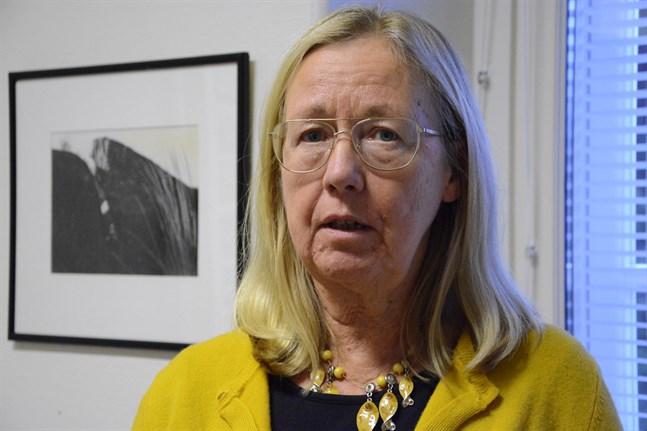 Harriet Lindelöf-Sahl blir pensionär. Att bara två vill efterträda anses vara för få, och därför föreslås förlängd ansökningstid. I så fall görs valet av den nya välfärdsnämnden.