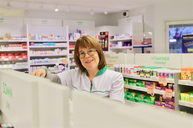 Mona Heikfolk arbetar som apotekare i Malax.