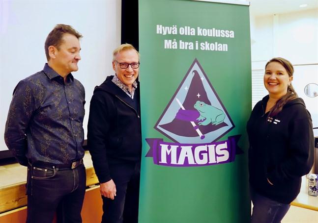 Harry Rautala, rektor vid Savilahden koulu, professor Raimo Lappalainen och direktör Anne Salovaara-Kero.