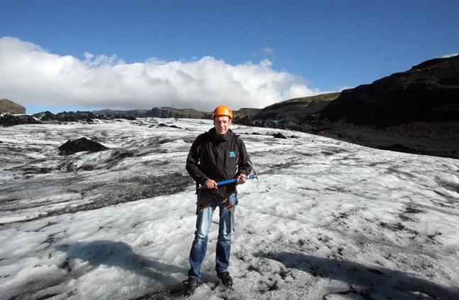 För över tio år sedan reste Tom Juslin runt i Norden för att ta reda på vad som höll på att hända med klimatet. I dag har också resten av världen vaknat till hotet.