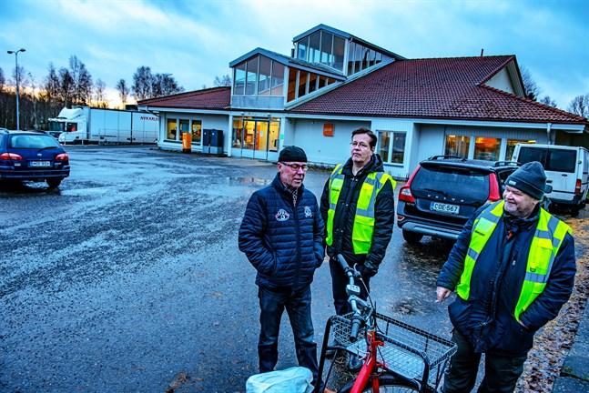 Huvudförtroendeman i Jakobstad, Esa Forsbacka med strejkvakterna Tapio Yliaho och Timo Palevaara.