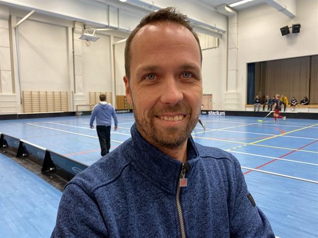 Riku Iisakkala flyttade tillbaka till hemstaden. Nu basar han över Kristiinan urheilijat.