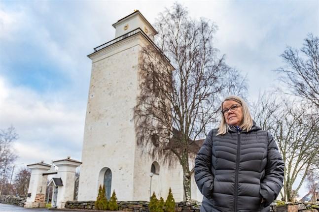 Villa skolas rektor Tua Masar är besviken över att nya direktiv sätter stopp för julfest i kyrkan.