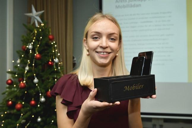 HUI:s analytiker Saga Bowallius presenterar årets julklapp – en mobillåda.