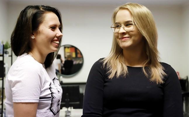 Frisörsalongen Studio 2 ägs av de två vännerna Wilma Sarin och Frida Hanhimäki.