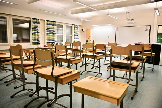 Det råder en skriande brist på behöriga specialklasslärare i södra Finland. Det visar en kartläggning som Finlands svenska lärarförbund har låtit göra.
