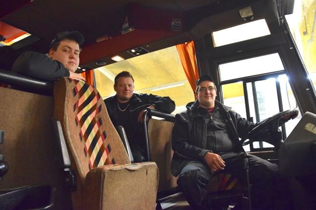 Jonas Vide, Jens Bränn och Tony Bränn prisbelönades för att de fixade dansbuss i Pörtom