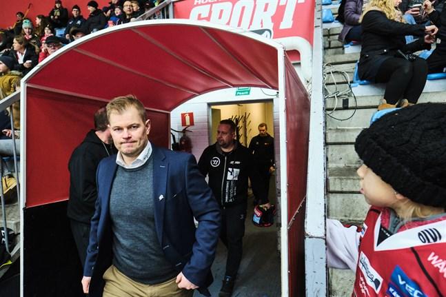 Spekulationerna kring Ari-Pekka Pajuluoma och tränarposten i Sport har gått heta under de senaste dagarna.