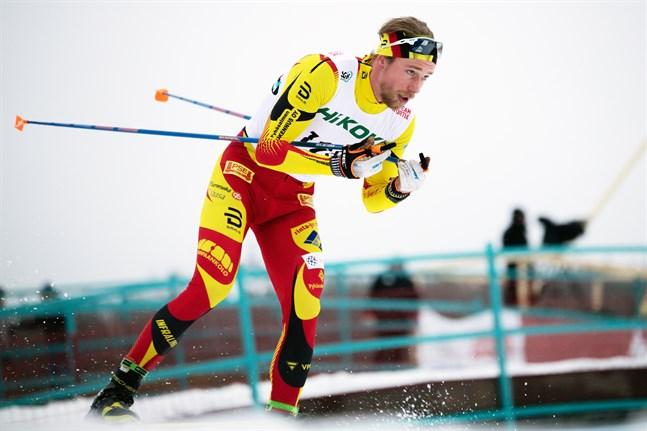 Jon Mäki var stark i den klassiska cupsprinten i Rovaniemi, men inte lika stark som Ristomatti Hakola. På fredagen får han en ny chans i världscupsprinten i Ruka.