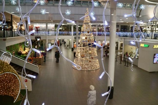 I USA kickstartar julhandeln med Black Friday men i Finland är julhandeln fortsättningsvis koncentrerad till december, enligt Finsk handel. Däremot har försäljningen ökat i november, mycket tack vare Black Friday-kampanjerna.