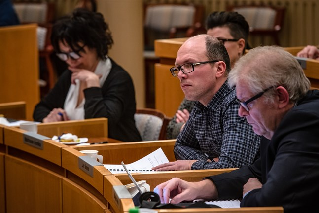 Jonas Löv (SFP) anser att cykelvägen i Purmo borde planeras innan budgetbehandlingen i höst.