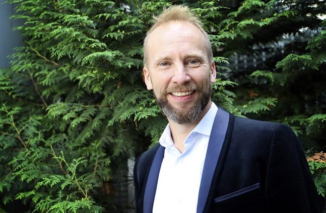 Erik-Andre Hvdsten sjunger julsånger från hela Norden på sin färska skiva och på konserter i Svensfinland.