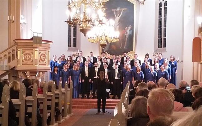 Andrea Eklund och Pedavoces uppträdde inför en talrik publik i Kristinestad på lördagskvällen.