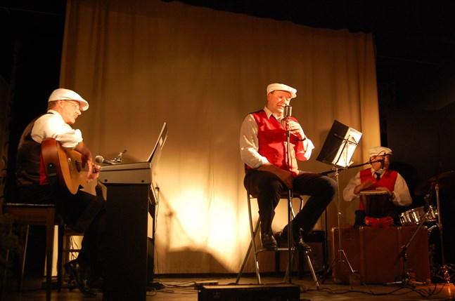 """Så här såg det ut när Kenth Granbacka, Kaj Backman och Bengt Björk fungerade som trio i """"Musikaj"""" för tio år sedan."""