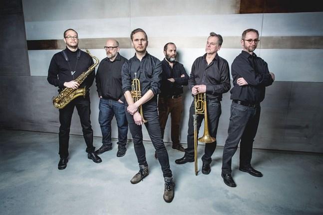 Ostrobothnia Jazz Sextet är, från vänster, Peter Nordwall, Stefan Brokvist, Rickard Slotte, Marcus Söderström. Mikael Långbacka och Ralf Nyqvist.