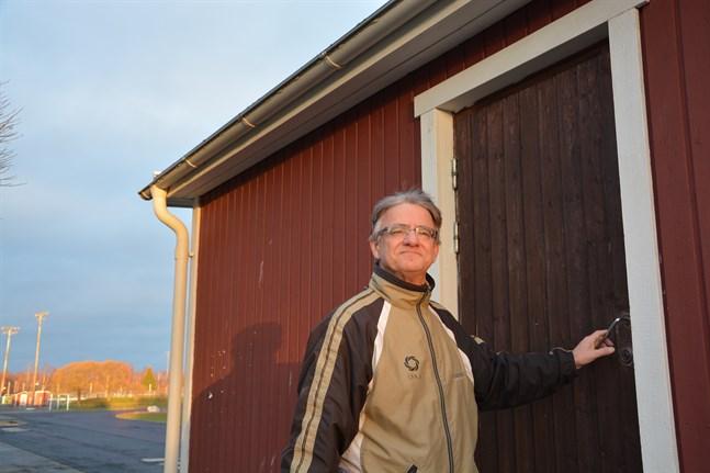 Kimmo Eränen sitter ofta i speakerbåset då det är tävlingar på Kristinaplanen.