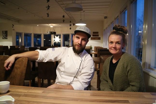"""""""Många frågar hur det fungerar att jobba tillsammans som ett par, men det har vi alltid gjort, så jag undrar hur det ska gå när vi inte jobbar tillsammans"""", säger Emma Sandström-Sundqvist och småskrattar."""