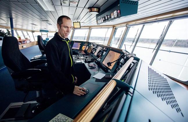 Johan Jonsson kommer från Borås. Han har jobbat som kapten på fartyget Thuleland sedan 2017. På onsdagen körde han till Vasa första gången.