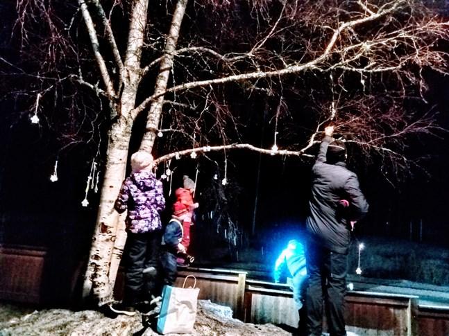 Under tisdagen tillverkades ett reflexträd i Öja.