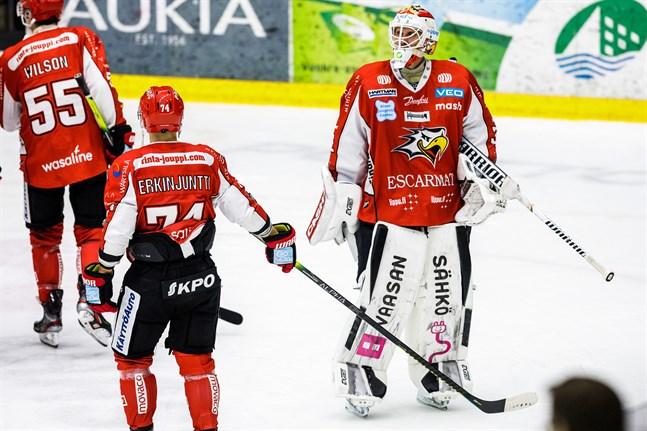 Niko Hovinen stod igen för en stabil insats. Antti Erkinjuntti gjorde säsongens fjärde ligamål då han satte Sports tredje mål i powerplay i tredje perioden.